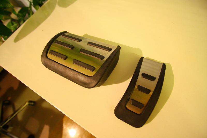 Audi A5のフットレスト、ブレーキペダル、アクセルペダルを交換