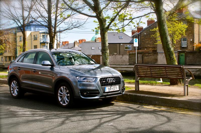 Audi Q3のオフロード走行動画